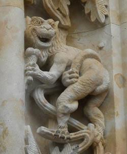 Salamanca_catedral_nueva_dragon_con_helado